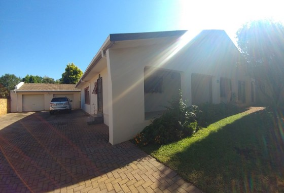 HOUSE FRONT 1